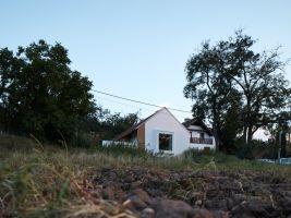 zdroj BoyPlayNice Popisek: Vesnický dům