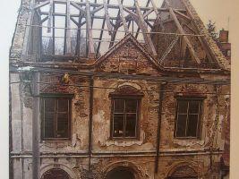 zdroj WIkimedia commons/ JItka Erbenová (cheva) Popisek: Horská synagoga v Hartmanicích před rekonstrukcí v roce 2003