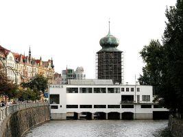 zdroj Wikimedia commons/ che Popisek: Budova Spolku výtvarných umělců Mánes v Praze