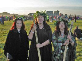 zdroj Wikimedia commons/ Andrew Dunn Popisek: Stonehenge je lákadlem pro spoustu lidí