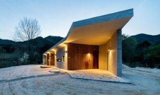 Apple Farm House near Puhang, South Korea by 2m2 architects