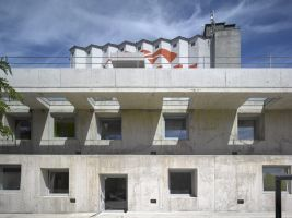 zdroj ceskacenazaarchitekturu.cz Popisek: Hlavní cena,  Administrativní budova ve Strančicích u Prahy