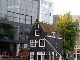 zdroj Wikimedia commons/ Arianit Dobroshi Popisek: Netherlands bridge house