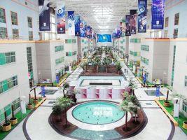 zdroj Nazarbaev University Astana/ Wikipedia/ Creative Commons Attribution-Share Alike 4.0 International  Popisek: Interiér univerzity Nursultana Nazarbajeva
