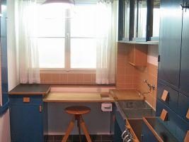 zdroj wikipedie Popisek: Frankfurtská kuchyně, rekonstrukce (MAK, Wien, 1990)