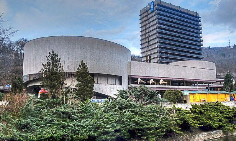 Brutalistní hotel Thermal čeká rekonstrukce, začít má na konci roku