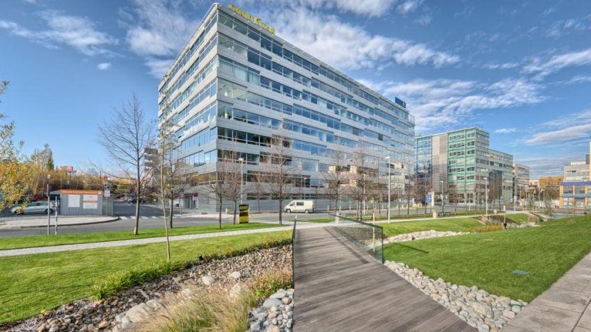 Budova Beta v BB Centru je pronajatá. Nájemcům nabízí střešní terasu a veřejné prostory