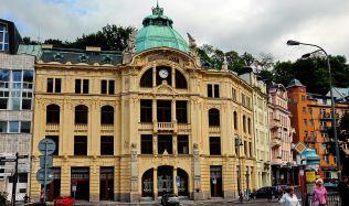 Budova bývalé Sparkasse v K. Varech se prodala v dražbě
