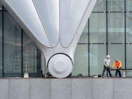 zdroj Shutterstock.com Popisek: Plášť vážící 3,5 tuny stojí na šesti dvoumetrových kolech