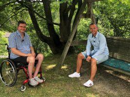Michal Jančařík s moderátorem Mírou Hejdou v pořadu Bydlení handicapovaných