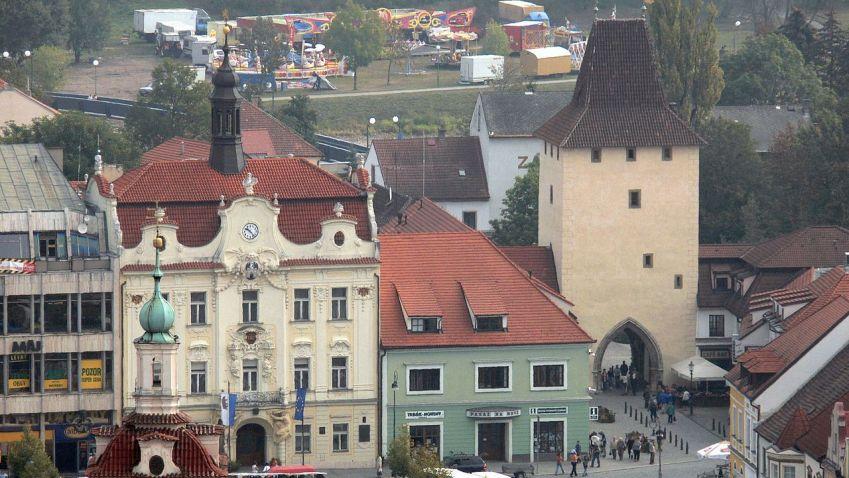 Bydlení nedaleko Prahy: Klid maloměsta, lesy a nižší nájem