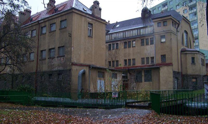 Bývalá chlouba Jablonce dnes připomíná hororový špitál. Co čeká chátrající městské lázně?