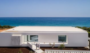 Carrara House near Lagos, Portugal by Mário Martins Atelier