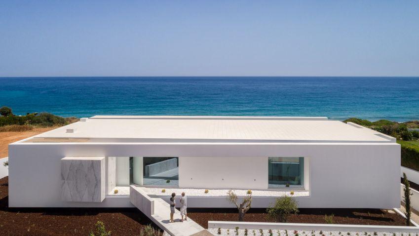 Carrara House near Lagos, Portugal by Mário Martins Atelier