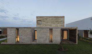 Casa Bogavante in Paracas, Peru by Riofrio Arquitectos
