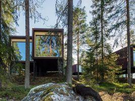 zdroj EIA/Slov Inn Jasná Tree Houses/ Popisek: Pohled na stromovou chatku zvenku