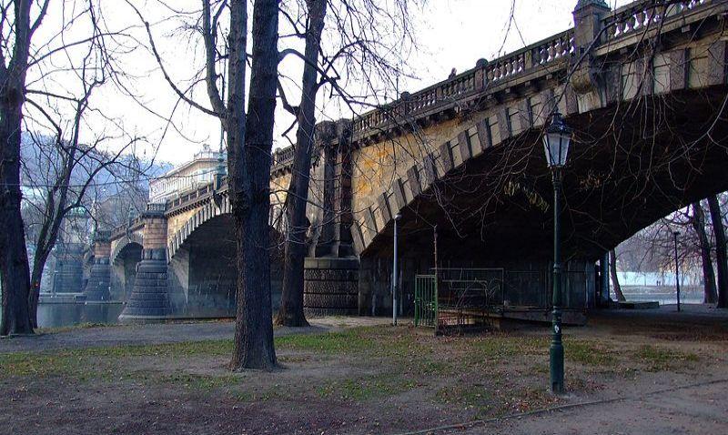 Chystá se kontrola mostu Legií, jaké nastanou změny v dopravě?