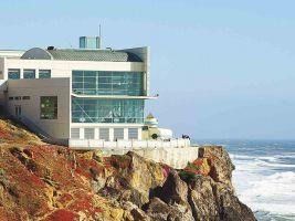 zdroj sftravel.com Popisek: Cliff House se stal inspirací pro Barrandovské terasy