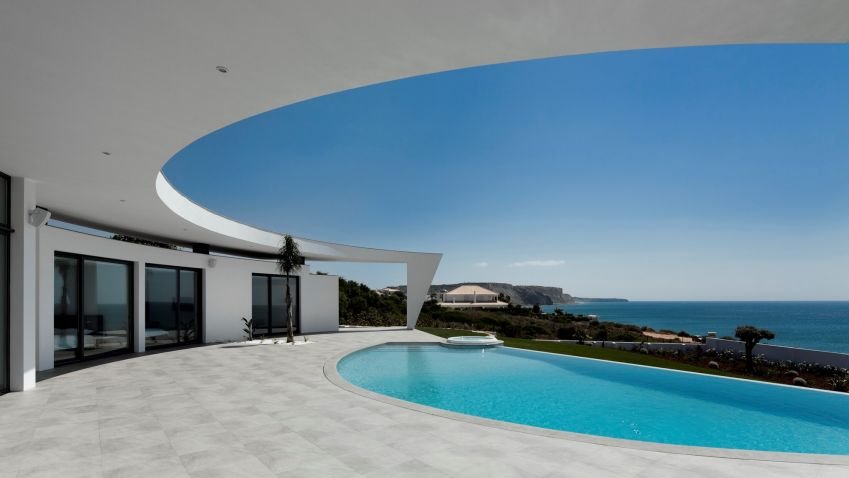 Colunata House near Lagos, Portugal by Mário Martins Atelier