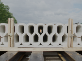 zdroj etrend.sk Popisek: Vytištěné cementové bloky