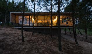 """Dům """"L4"""" v Costa Esmeralda v Argentině od Luciana Kruka"""
