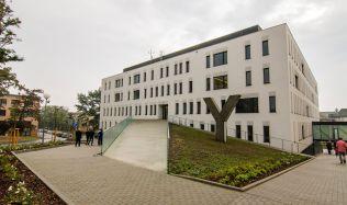 Energeticky úsporná klinika od Adam Rujbr Architects
