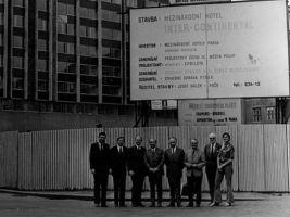 Historická fotografie stavby Mezinárodního hotelu INTER-CONTINENTAL, byl prvním mezinárodním hotelem v Praze.