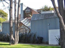 zdroj stoplusjednicka.cz Popisek: Gehryho soukromá rezidence v Santa Monice, USA