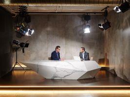 Odborný rozhovor v natáčecím studiu