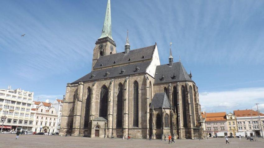 Ikonická katedrála sv. Bartoloměje na náměstí Republiky v Plzni má za sebou tříletou rekonstrukci