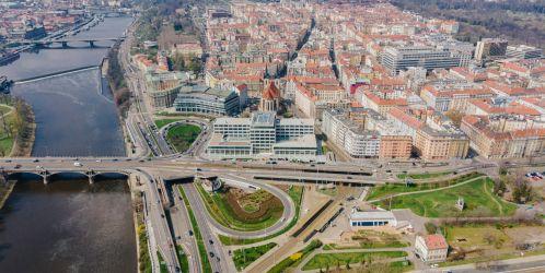 U jednoho stolu -  Jak bude vypadat stavba chystané Vltavská filharmonie budeme vědět už v květnu
