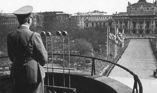 Jaký bude osud Hitlerova balkonu? Výsledek ukáže diskuze