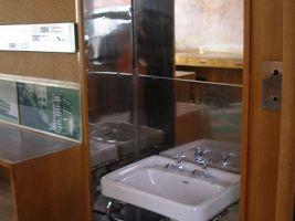 zdroj Wikimedia commons/ Jan Polák Popisek: Baťova kancelář ve výtahu