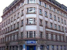 zdroj Wikimedia commons/ ŠJů Popisek: Kubisticko-novoklasicistní bankovní dům v Praze
