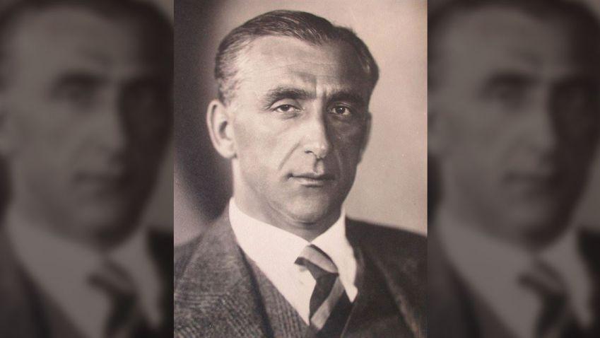 Kamil Roškot: Velké měřítko, hranoly a válce