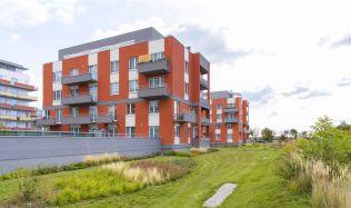 Komentář: V květnu pražské stavební úřady povolily o téměř polovinu méně bytů než v dubnu. Povoluje se ale více než před rokem