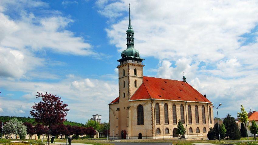 Kostel Nanebevzetí Panny Marie v Mostě se přesunem vyhnul demolici
