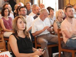 zdroj Sdružení pro architekturu a rozvoj Popisek: Primátorka Adriana Krnáčová na konferenci