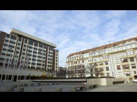 Náměstí Curieových, vlevo hotel InterContinental, vpravo Učitelské domy