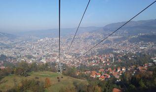 Lanovka brázdící vzduch nad Sarajevem slaví šedesátiny