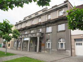 zdroj Wikimedia commons/palickap  Popisek: Penzion Škroup v lázních Bohdaneč