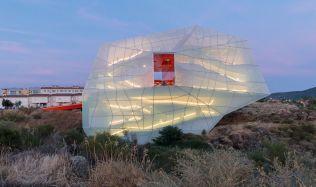 Letošní cena Miese van der Rohe: Ve hře je psychiatrická léčebna i náměstí v Albánii