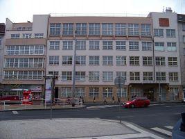 zdroj Wikimedia commons/ ŠJů Popisek: Pošta v ulici Milady Horákové v Praze