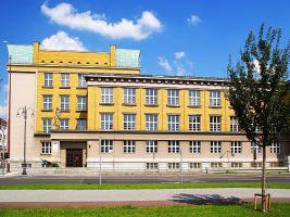 zdroj Wikimedia commons/ Stanislav Dušek Popisek: Střední průmyslová škola elektrotechnická v Pardubicích