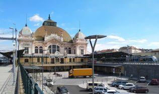 Město Plzeň postaví u hlavního nádraží kontejnery, které budou sloužit jako informační centrum