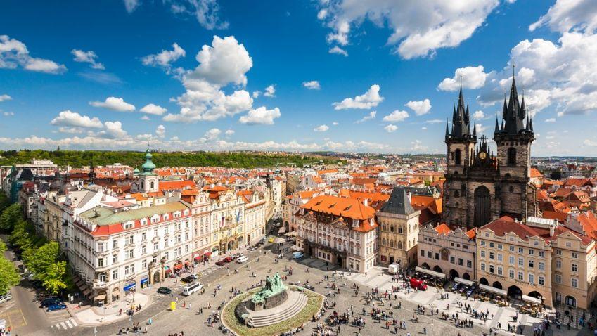 Na Staroměstské náměstí v Praze se vrací Mariánský sloup. Znáte jeho historii?