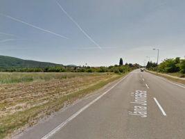 zdroj Google Street View Popisek: Na tomto pozemku plánujú Slnečný vrch II