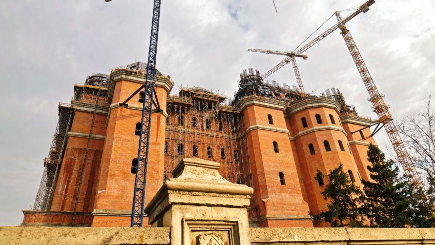 Náboženská versus světská moc: Nová katedrála v Rumunsku budí vášně