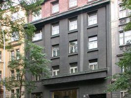 zdroj Wikimedia commons/ Petr Šmídek Popisek: Nájemní dům architekta Františka Strnada