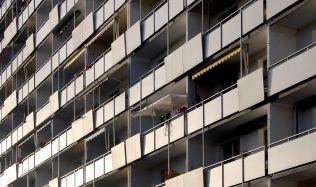 Nárok na sociální bydlení by se nově měl vztahovat k průměrně mzdě
